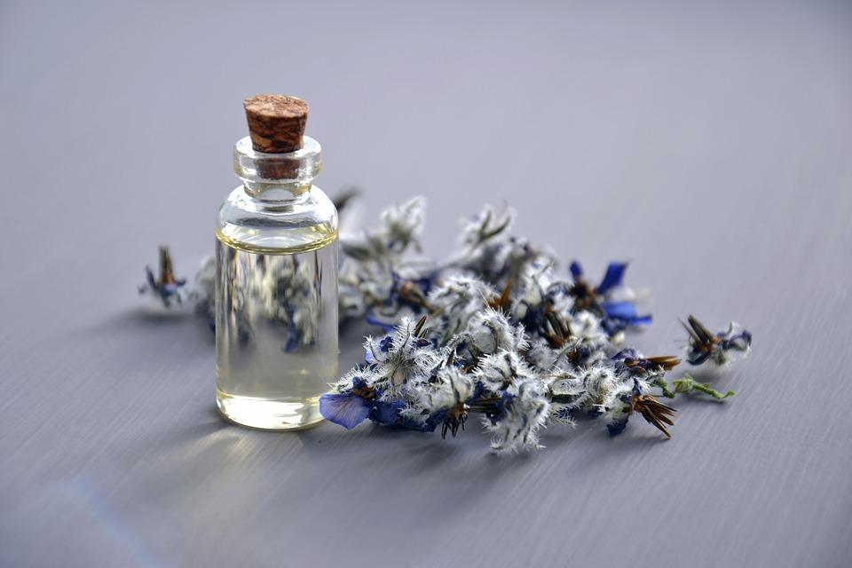 cosmetic-oil-3164684_960_720